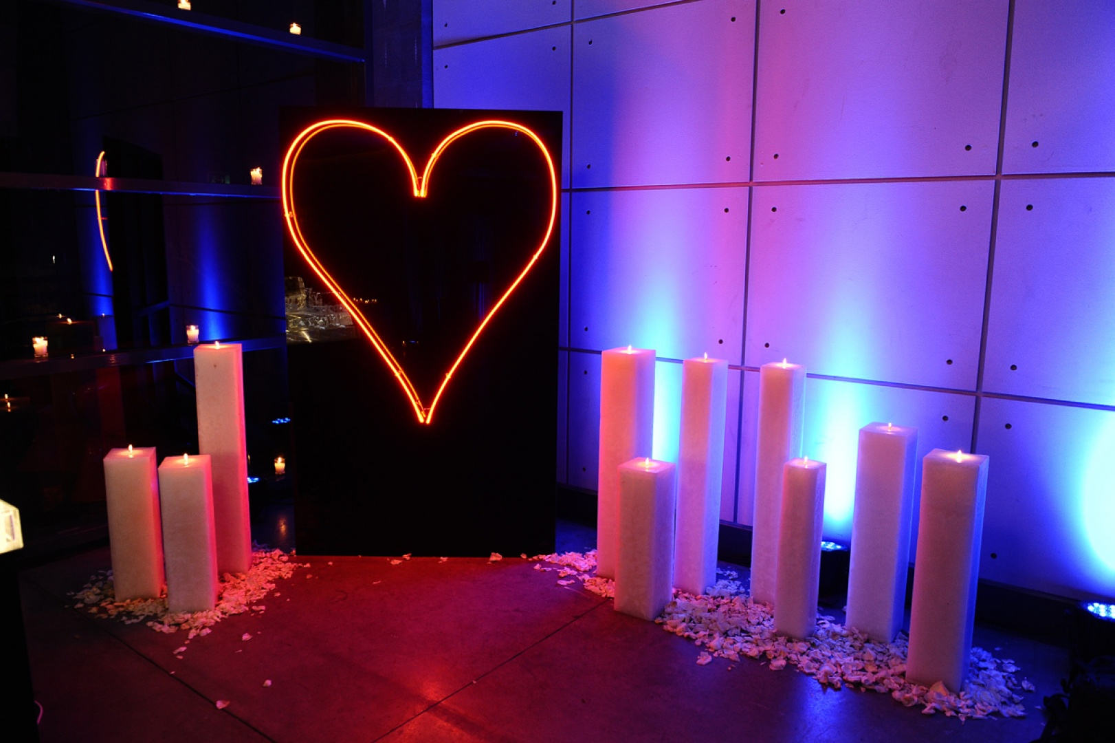NEON HEART & CANDLES. PHOTO-BOOTH.
